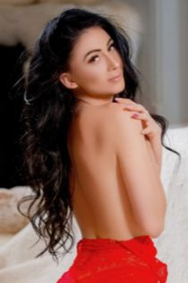 brunette escort Tilly